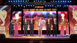 Tổng Giám đốc Cao Kim Trọng tiếp kiến Chủ tịch nước Trần Đại Quang và đón nhận giải thưởng Top 10 DOANH NGHIỆP HỘI NHẬP VÀ PHÁT TRIỂN - DOANH NHÂN QUỐC TẾ