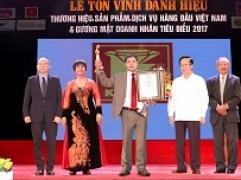 Kim Tín liên tiếp nhận các giải thưởng trong nước và quốc tế trong đầu tháng 10.2017
