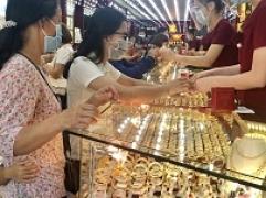 Bản tin thị trường vàng sáng 14/10: Vàng nhích nhẹ, trụ vững mức cao